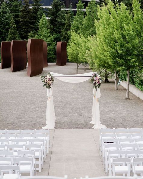 Clean, classic, and elegant. This beautiful ceremony at #OlympicSculpturePark took everyone's breath away! #weddingwednesday #pedersenseventrentals . . Photo: @alantephotography  Planning: @meganwithclutchevents  White Resin Folding Chairs: @pedersenseventrentals  Florist: @enfleurevents