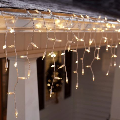 Tips For Hanging Outdoor Christmas Lights Christmas House Lights Christmas Light Installation Outdoor Christmas Lights