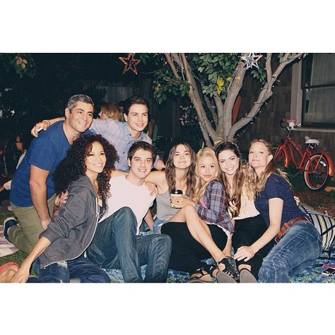 We love this behind the scenes photo of The Fosters cast!