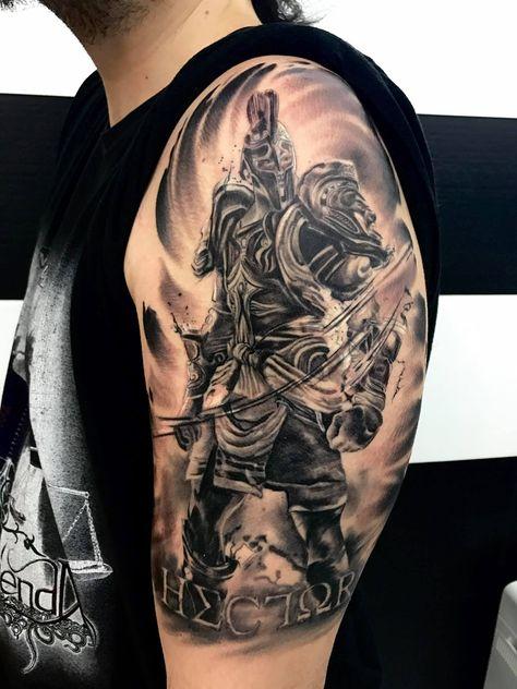 Guerrero con armadura en blanco y negro para brazo. Para citas o info 682698901.... el pulso sin descanso