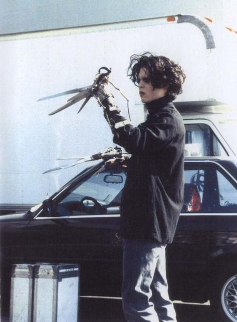 """""""Johnny Depp"""" - Twitter Search / Twitter Johnny And Winona, Tim Burton Johnny Depp, Young Johnny Depp, Johnny Depp Movies, Junger Johnny Depp, Estilo Tim Burton, Creepy, Sweeney Todd, Beetlejuice"""