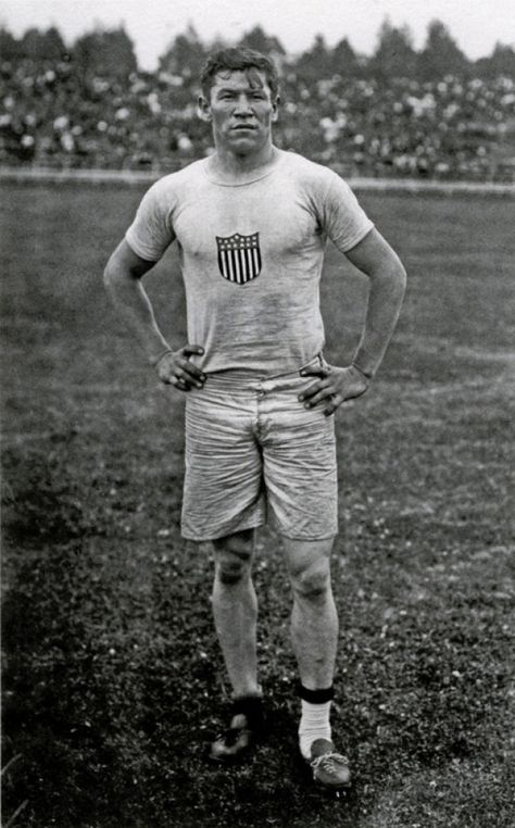 Jim Thorpe, maybe the most dominant athlete in modern history, of the Sac and Fox nation Native American Photos, Native American History, American Indians, Jim Thorpe, Olympic Athletes, Sports Figures, Modern History, Sports Stars, Sports Photos