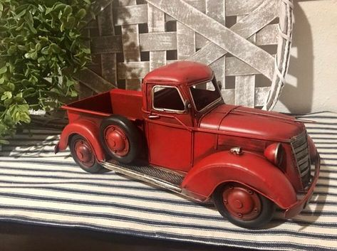 RED PICKUP Metal Farmhouse Rustic  Decor Vintage Style Pickup