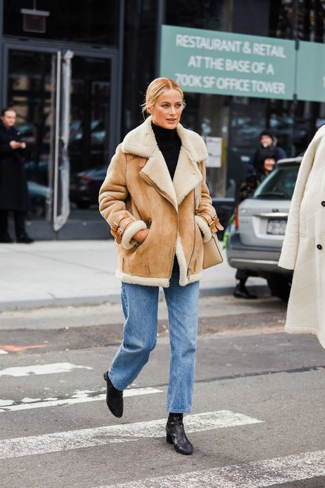 Street style: our favorite looks from New York Fashion Week - Business Casual for Women New York Street Style, Look Street Style, Stockholm Street Style, New York Style, Autumn Street Style, Paris Street, Winter Street Styles, Fall Fashion Street Style, Amsterdam Street Style