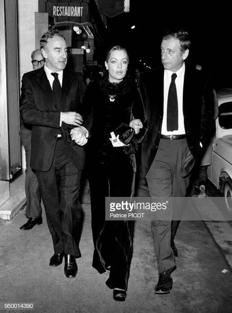 Claude Sautet Romy Schneider Et Yves Montand A La Premiere Du Film Cesar Et Rosalie Realise Par Claude Sautet En Novembre 1972 Romy Schneider Romy Schneider