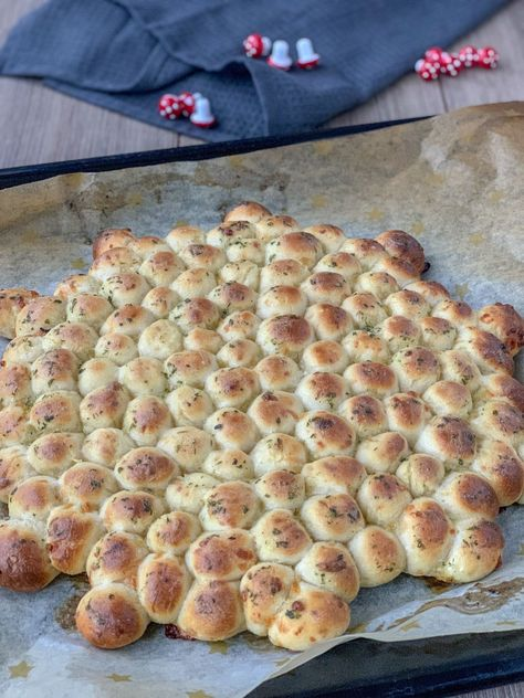Bubble Bread – SaltSugarLove #bread #bread recipes #brot #brot backen #brot backen rezepte #brotaufstrich #Bubble #easy bread #homemade bread #rosemary bread #SaltSugarLove