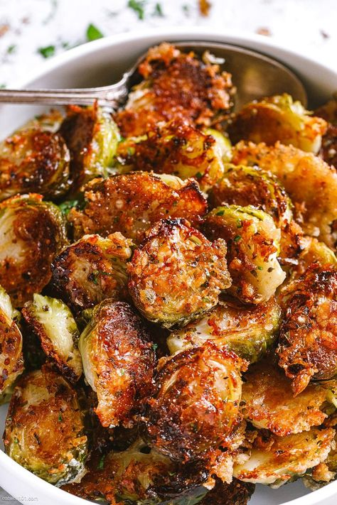 Parmesan Roasted Brussels Sprouts – These parmesan roasted Brussels sprouts make a flavorful and elegant side dish, perfect of a Holiday table. CLICK HERE to Get the Recipe Veggie Side Dishes, Vegetable Dishes, Side Dish Recipes, Veggie Recipes, Food Dishes, Vegetarian Recipes, Healthy Vegetable Side Dishes, Health Food Recipes, Cooked Vegetable Recipes