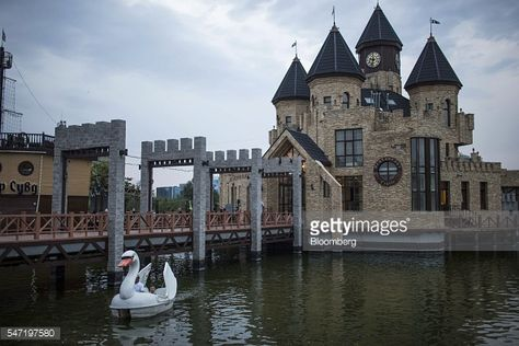 Photo d'actualité : Visitors ride a swan-shaped pedal boat at the...