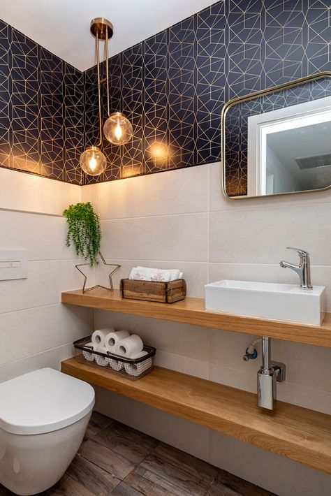 Dramatic Guest toilet room. Dark blue and gold wallpaper.  שירותי אורחים מעוצבים עם טפט בכחול עמוק וזהב.