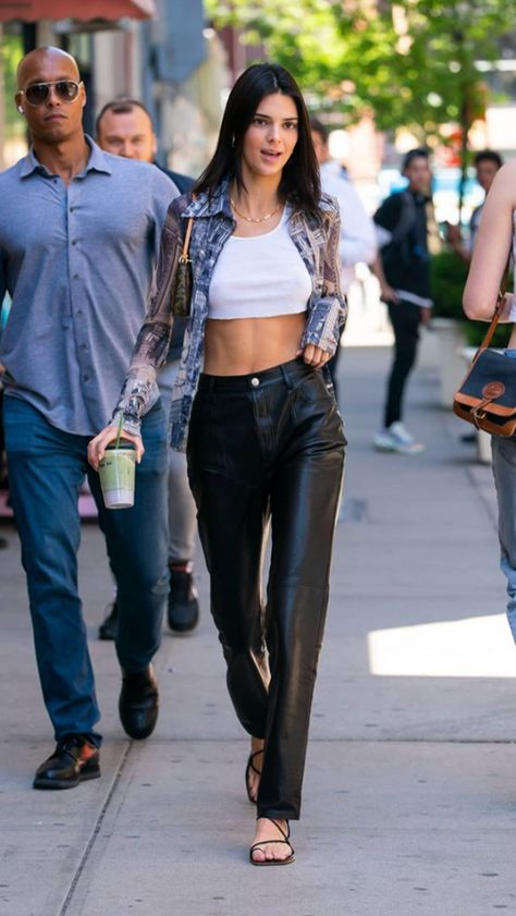 Kendall Jenner Style 764134261757151588 - kendall jenner Source by Kendall Jenner Outfits Casual, Look Kylie Jenner, Kendall Jenner Style, Casual Outfits, Kendall Kardashian, Kendall Jenner Modeling, Skirt Outfits, Kendall Jenner Clothes, Kendall Jenner Fashion
