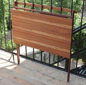Balkon Ideen Klapptisch Holzlatten Schwarz Metall Balkongelaender
