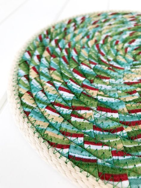 Thick And Absorbent Rope Trivet Quilted Table Mat Round Etsy Quilted Table Mat Fabric Patterns Table Mats