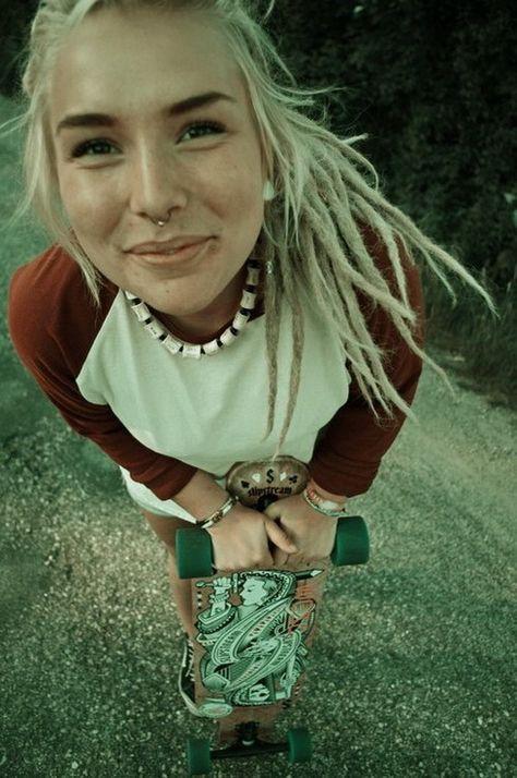 Skate Girl   Tolle frauen, Frisuren, Dreads