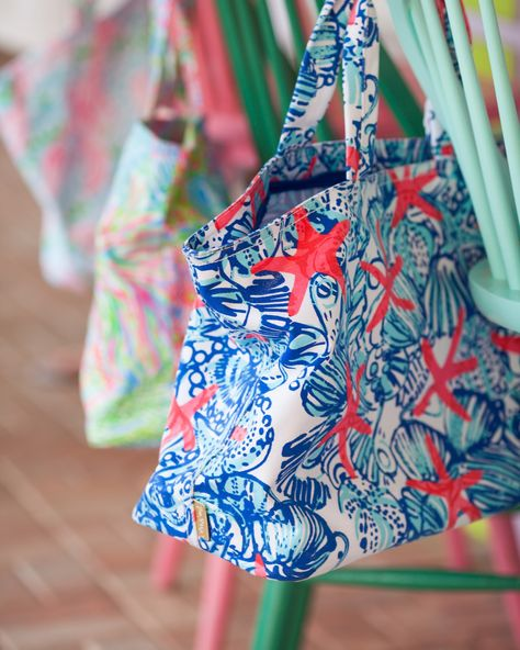 Love this starfish print beach bag