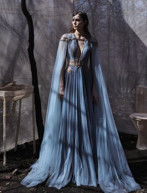 Étoile — Fave dresses with warrior queen vibes? Moda Medieval, Medieval Dress, Medieval Outfits, Fantasy Gowns, Fantasy Wedding Dresses, Evening Dresses, Prom Dresses, Look Fashion, Daily Fashion