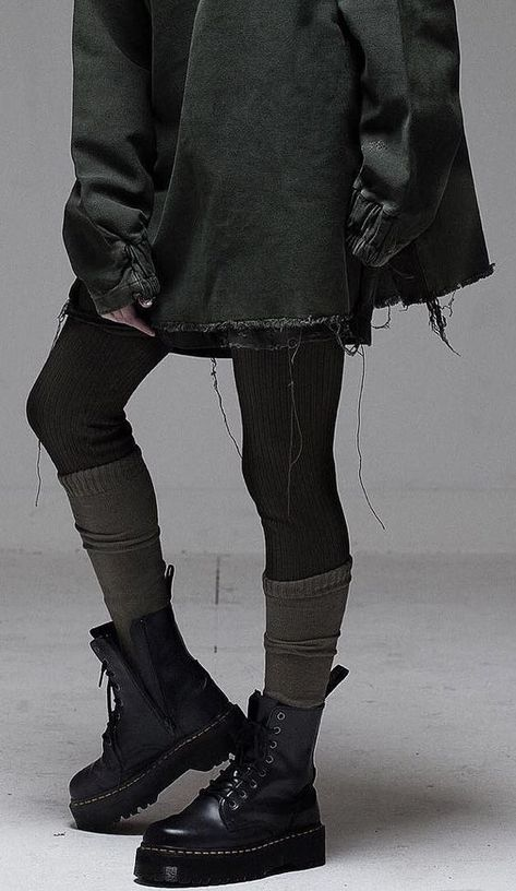RAF SIMON I like knitting socks over tights - . RAF SIMON I like knitting socks over tights - ., Always aspired to learn how to knit. Grunge Outfits, Grunge Fashion, Mode Grunge, Grunge Look, Lookbook Mode, Fashion Lookbook, Alternative Mode, Alternative Fashion, Raf Simons