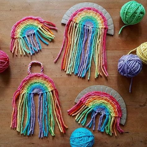 Woven Rainbow Tutorial 🌈🍄❤ This week we are filling our house with rainbows and I thought I'd share a few ideas and tutorials as we go. Summer Crafts, Diy Crafts For Kids, Art For Kids, Arts And Crafts, Rainbow Crafts, Weaving Projects, Macrame Projects, Crafty Kids, Camping Crafts