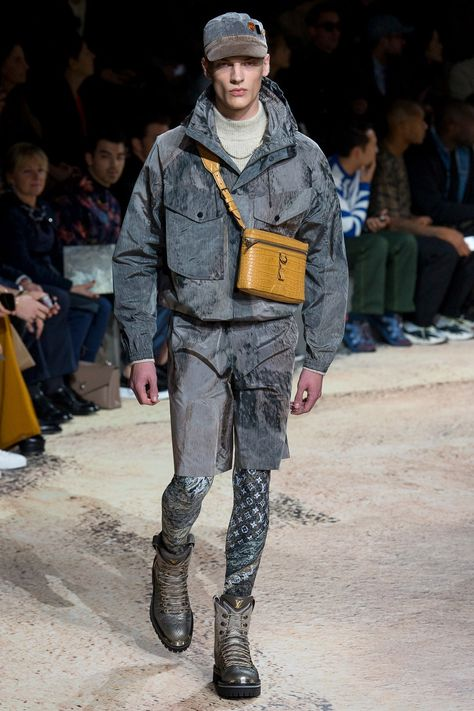 Louis Vuitton Fall 2018 Menswear collection, runway looks, beauty, models, and reviews.