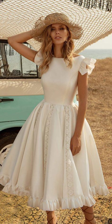 With knee length wedding dresses you will look just like you've descended from heaven. Knee length dresses have become much popular. Mode Outfits, Dress Outfits, Casual Dresses, Fashion Dresses, Stylish Dresses, Classy Dress, Classy Outfits, Elegant Dresses Classy, Pretty Dresses