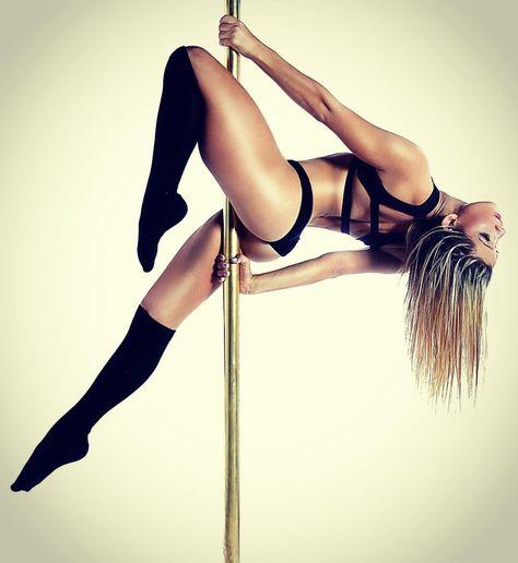 Beautiful pole pose/hold