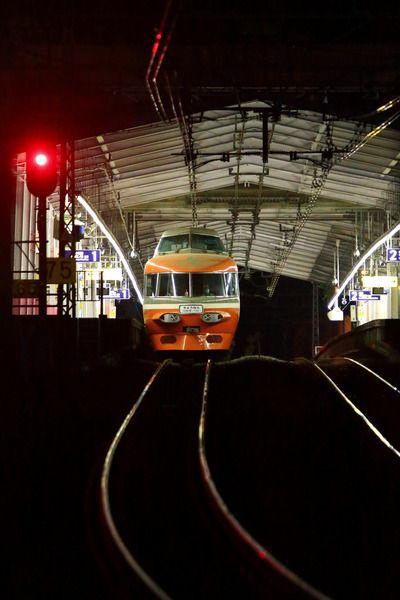 小田急のNSEが本線を走る夜   列車旅, 小田急, 鉄道 写真