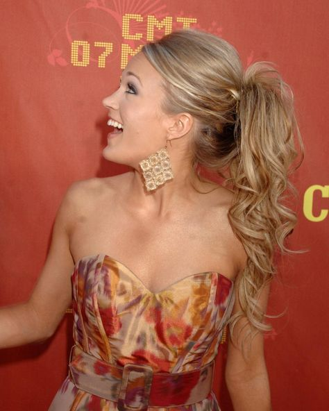 Carrie Underwood cute ponytail with volume