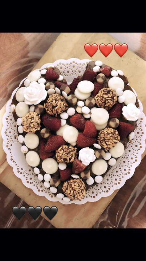 #cakes #cake #delicious #food #frutilla #chocolatecake #chocolatechipcookies #chocolatebouquet #chocolatechip #cakedecorating #caketutorial #cakestand #heart #love #corazon #comidadulce #torta #red #white #trufas #amore #nutella #dulcedeleche #foodlover #foodphotography #foodillustrations
