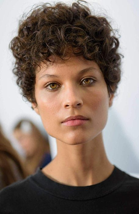 20 Heisseste Lockige Pixie Schnitt Fur Schone Frau Kurze Lockige Frisuren Kurze Haare Locken Locken Tipps