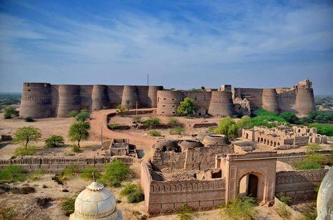 Derawar Fort is a square shaped fortress in Bahawalpur, Punjab
