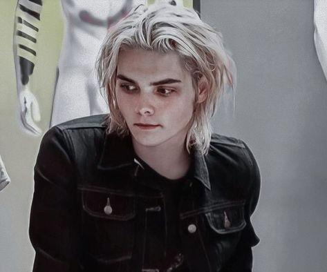Gerard Way, Chica Punk, Black Parade, Frank Iero, Emo Boys, Music Bands, Pretty Boys, Cool Bands, My Music