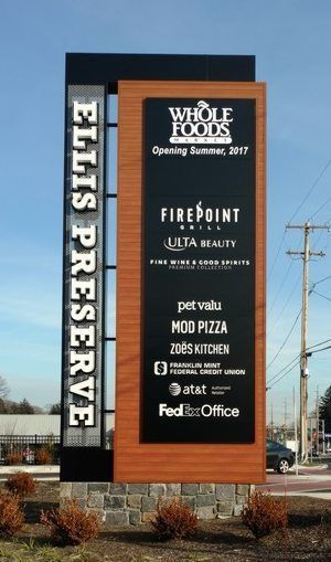 Pin By Michael Hidalgo On Retail Pylon Signs Architectural