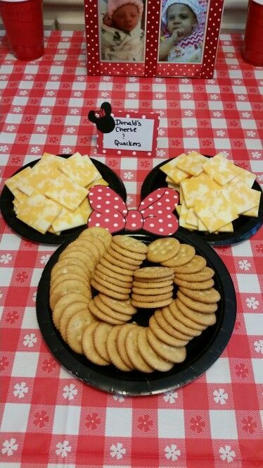 Donald's cheese and quackers minnie mouse party Two small plates, 1 larger plat. Donald's cheese and quackers minnie mouse party Two small plates, 1 larger plate (dollar tree) lots of scot Theme Mickey, Minnie Y Mickey Mouse, Minnie Mouse Baby Shower, Mickey Mouse Parties, Mickey Mouse Crafts, Minnie Mouse Party Decorations, Mickey Mouse Desserts, Mickey Baby Showers, Mickey Mouse Centerpiece
