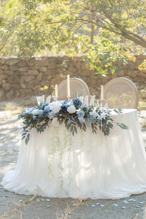 Make Ling's moment your source for vintage wedding decorations. #1 Brand in French styled artificial flowers, real looking and inexpensive. Over 50 colors flowers to complete your DIY wedding ideas. Shop our large selection of greenery, garlands, table and chair décor, handmade bouquet and more.