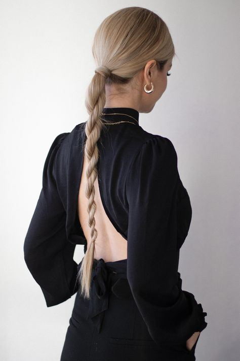 odays hair tutorial is 3 easy holiday hairstyles. These hairstyles are sleek and chic and perfect for any Christmas, holiday parties or events you might be attending. The first hairstyle is a… Business Hairstyles, Chic Hairstyles, Holiday Hairstyles, Pretty Hairstyles, Wedding Hairstyles, Fashion Hairstyles, Long Hair Hairstyles, Mexican Hairstyles, Braided Ponytail Hairstyles