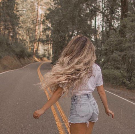 Every day is a new model for hair fashion. New hair designs are the most beautiful models. New Hair, Your Hair, Tumbrl Girls, Insta Photo Ideas, Mermaid Hair, Photo Instagram, Pretty Hairstyles, Men Hairstyles, Hair Trends