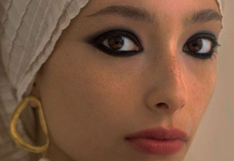 homage to couture: alexandra agoston for harper's bazaar arabia dec. Makeup Inspo, Makeup Art, Makeup Inspiration, Beauty Makeup, Hair Makeup, Makeup Ideas, 90s Makeup, Grunge Makeup, Makeup Geek