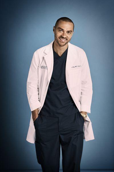 Grey S Anatomy Season 16 New Photos For Ellen Pompeo Cast Greys Anatomy Season Greys Anatomy Grey S Anatomy