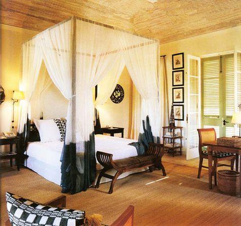 Toile moustiquaire en tant quaccessoire déco pratique et esthétique moustiquaire tissus transparents et bois exotique