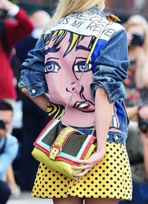 There are 3 tips to buy bag, streetstyle, colorblock, shoulder bag, jacket, pop art.