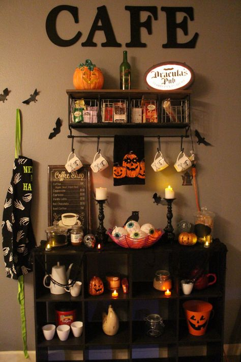 Ahh Zombiiesss | Thanksgiving decorations, Halloween house ...