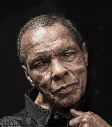 THIS is the last official portrait of Muhammad Ali. Proud to the end, the boxing legend, Still the Greatest! Still the most Handsome! God rest your soul. Mohamed Ali, Portrait Images, Portraits, Portrait Photo, Boxe Fight, Sports Illustrated, Muhammad Ali Boxing, Muhammad Ali Quotes, Float Like A Butterfly