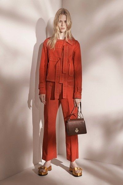 See the complete No. 21 Resort 2017 collection.