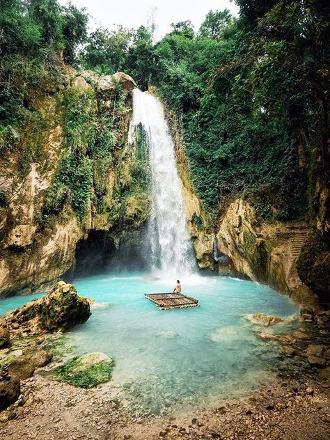 Descover the best islands, beaches, and waterfalls in the Philippines! Including beautiful places on Cebu, El Nido, and Coron that you need to visit. Voyage Philippines, Les Philippines, Philippines Travel, Cebu, Beautiful Places To Travel, Beautiful World, Wonderful World, Romantic Travel, Phuket