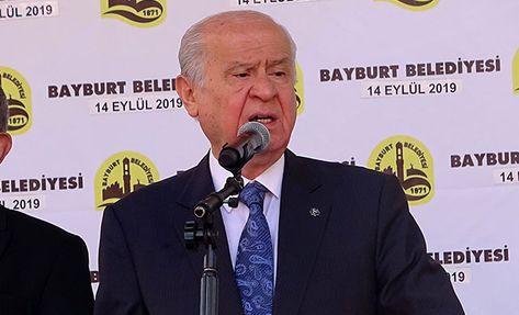 """MHPGenel Başkanı Devlet Bahçeli, """"Kim ne yaptıysa bedelini ödeyecektir. Türk milletine kafa tutanın akıbeti kafasının kopmasıdır. Terör örgütlerini bekleyen son da budur. CHP, terörle mücadeleyi sulandırmaktan, HDP'yle girdiği zelil ortaklıktan derhal vazgeçmelidir. CHP yönetimi biraz erdem sahibiyse yanlışa sırt dönecek dirayeti gösterebilmelidir.   #DEVLETBAHÇELİ #İMAMOĞLU #mhp #Yenikapı"""