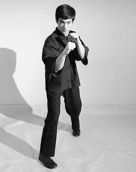 Bruce Lee adopted Western Art Of Boxing in College. Soon became an admirer of Mohammad Ali but he rather assumed the unorthodox stance of a Southpaw leading with the right hand and right foot forward in the traditional boxer stance. He wrote in his books. one's first contact made should be with your strongest weapons first to eliminate your opponents as quickly as possible. (Assuming you are right-handed person.)