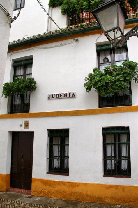 Antigua Judería en el Barrio de Santa Cruz en Sevilla