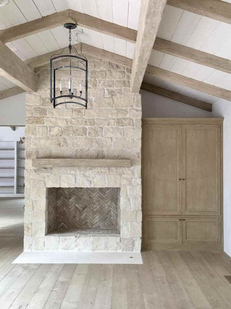 Terrific No Cost rustic Stone Fireplace Thoughts Excellent Absolutely Free half Stone Fireplace Style Renovation Definition Legal beyond Renovation Stone Fireplace Wall, Stacked Stone Fireplaces, Limestone Fireplace, Small Fireplace, Farmhouse Fireplace, Home Fireplace, Fireplace Remodel, Living Room With Fireplace, Home Living Room