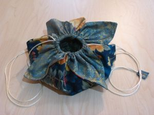 How to make a Lotus Bag with 2 fat quarters - Quilting Tips & Techniques 009