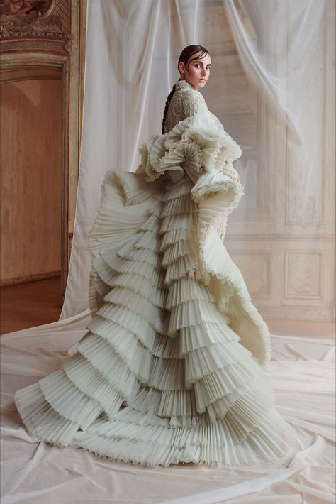 c467a31d0921 Ashi Studio Parigi - Haute Couture Fall Winter 2018-19 - Shows - Vogue.