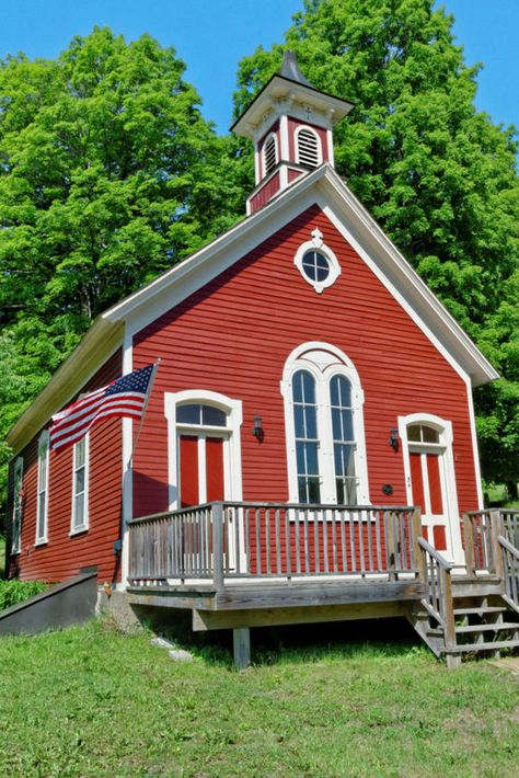 Combining period details and modern amenities, these little red schoolhouses are now making the grade as one-of-a-kind cottages!